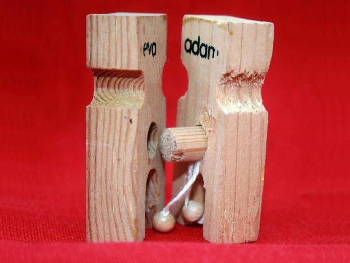 Männliche und weibliche Holzfiguren