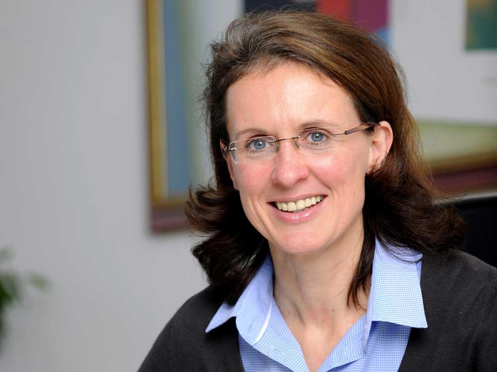 Portrait Dr. Esther Schröder
