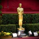 Oscar Statue auf dem roten Teppich
