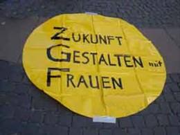 Plakat mit der Aufschrift: Zukunft gestalten mit Frauen