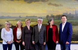 Gruppenfoto auf der Pressekonferenz des Bremer Bündnisses zur Unterstützung der natürlichen Geburt
