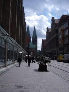Bremer Obernstraße mit Dom im Hintergrund