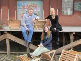 (v.l.): Erwin Lau (Werkstattleiter), Studentin Gerda Marie Notholt, Andrea Fenske ( Entsorgung kommunal) (c) Bremer Senator für Umwelt, Bau und Verkehr