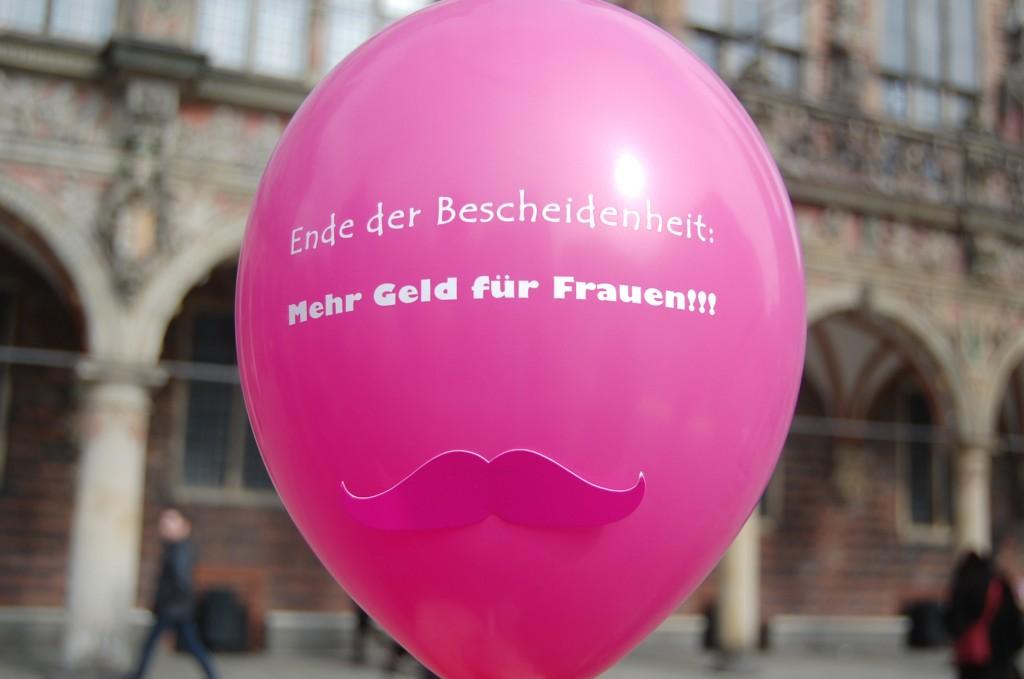pinker Luftballon mit Schnurrbart und Aufschrift