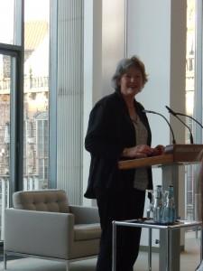 Ulrike Hauffe am Rednerpult in der Bürgerschaft