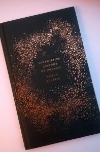 """Das Cover von """"Seven brief Lessons on Physics"""" von carlo Rovelli"""