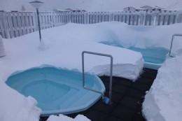 Kleine Pools im Schnee