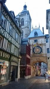 große goldene Uhr in der Altstadt
