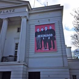 Plakat für Hexenjagd am Theater Bremen