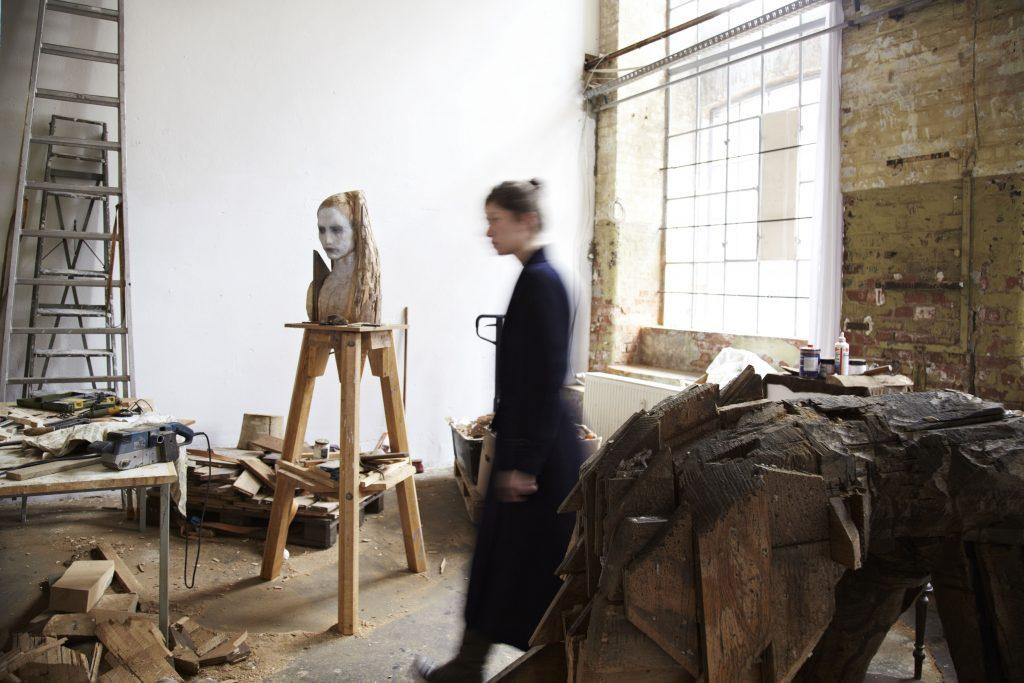 Laura Eckert in ihrem Atelier in Leipzig (c) Tom Dachs
