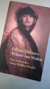 """Buchcover """"Witwe im Wahn. das Leben der Alma Mahler-Werfel"""" von Oliver Hilmes"""