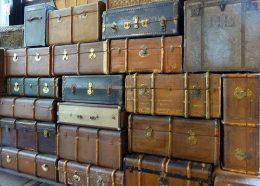 Übereinander gestapelte Koffer