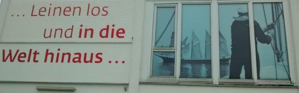 Hausfassade am Hafen in Bremerhaven