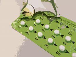 Zeichnung grüne Pillenpackung mit Wochentagen beschriftet