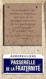 Plakette zum Massaker von Algerien aus 1961