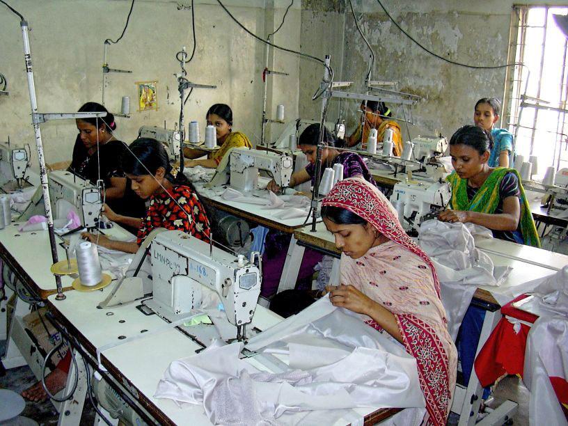 Frauen an Nähmaschinen