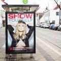 Werbeplakat mit halboffenen Brüsten