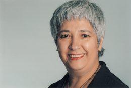 Bild von Seyran Ateş, Frau mit kurzen, grauen Haare, lächelnd