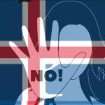 Frau hebt die Hand zur Abwehr, hinterlegt mit einer Isländischen Fahne