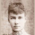 Schwarz-Weiss Foto von einer jungen Frau (bearbeitet)