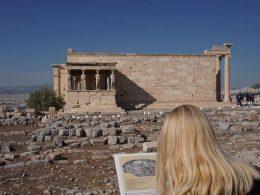 Frau auf der Akropolis, Frauen verreisen alleine