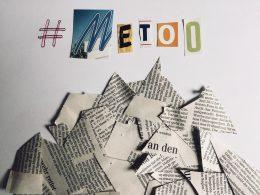 Metoo aus Zeitungsbuchstaben, dadrunter viele Zeitungsschnipsel