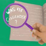 Lila Lupe wird von einer Hand gehalten, darunter liegt ein Heft mit Schrift. In der Lupe steht: Was ist eigentlich Cisgender?