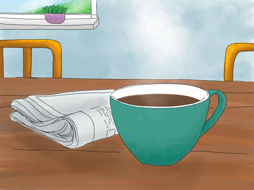 Ein türkisfarbender Becher mit Kaffee steht auf einem Tisch. Daneben liegt eine Zeitung. Im Hintergrund sieht man zwei lila Stuhllehnen und einen Ausschnitt eines Fensters