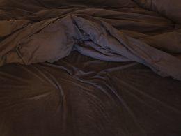 Foto von einer zerknautschten Bettdecke