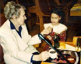 Astrid Lindgren bei der Verleihung eines Preises