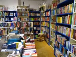 Bücherregale in Bücherladen