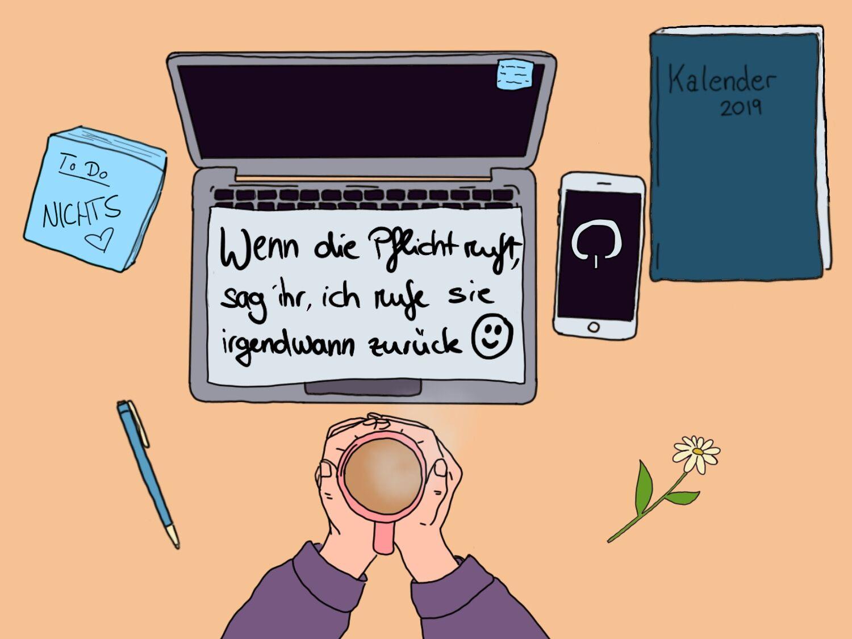 Aufgekallter Laptop. Auf der Tastatur liegt ein Zettel, auf dem Steht: Wenn die Pflicht ruft, sag ihr, ich rufe sie zurück. Neben dem Laptop liegt ein Smartphone, ein Kalender für 2019, ein Stift, ein Gänseblümchen. Vor dem Laptop sieht man zwei Hände, die eine Tasse halten. Verpflichtung