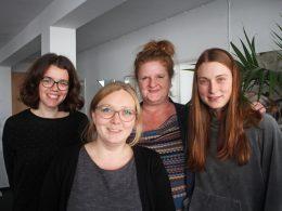 vier Frauen, drei davon arbeiten beim notruf Bremen, eine ist Praktikantin von Frauenseiten