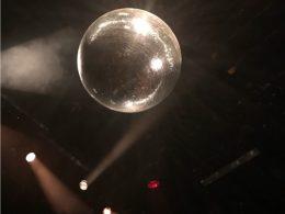 Diskokugel in der Nacht