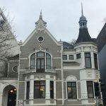 Auf dem Foto ist ein altes Bremer Haus zu sehen, welches über einen Turm verfügt