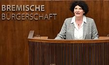 Bettina Wilhelm, Bremens Landesbeauftragte für Frauen spricht in der Bürgerschaft.