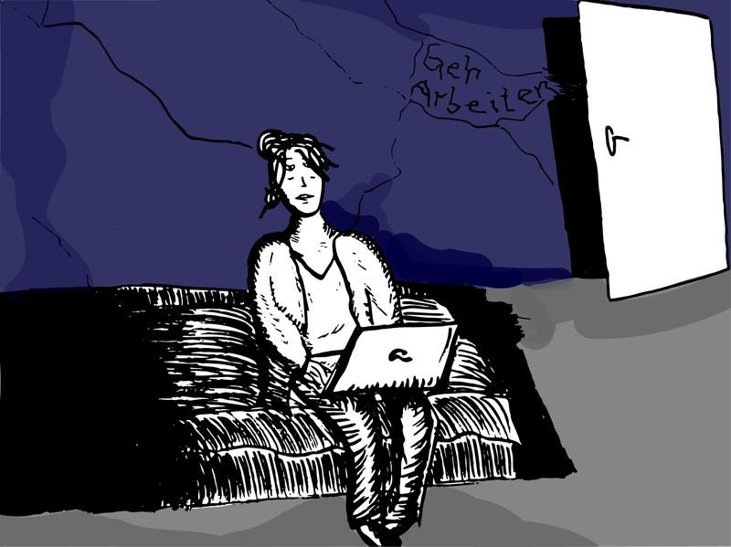 Eine Frau sitzt auf ihrem Bett und hat einen Laptop auf ihren Oberschenkeln liegen, an dem sie tippt. Hinter ihr eine blaue Wand mit Rissen ,auf der geschrieben steht: Geh arbeiten Arbeitslosigkeit