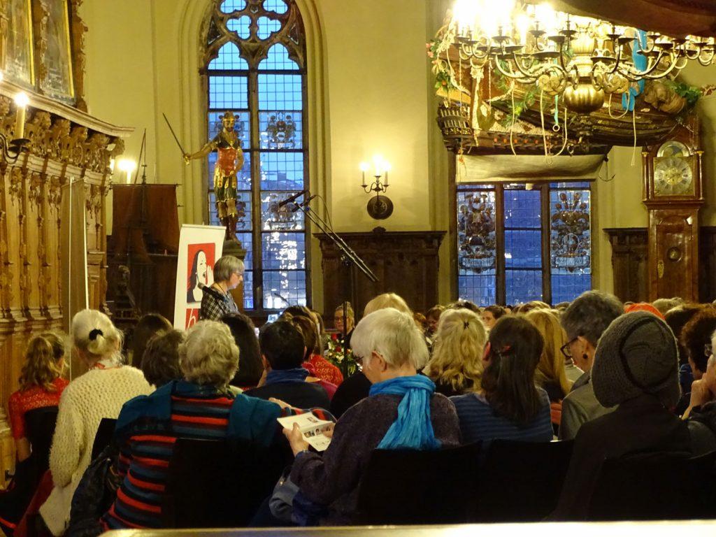 Zuschauerinnen im Rathaus