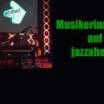 Bühne mit Instrumenten auf der jazzahead