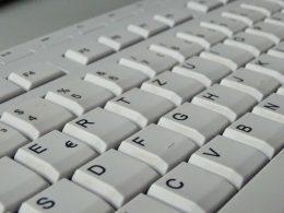 Eine Computertastatur in Nahaufnahme