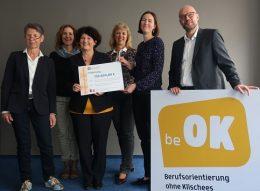 Foto der Pressekonferenz vom Projekt Be oK Berifsorientierung ohne Klischees, das Mitarbeiter*innen der ZGF