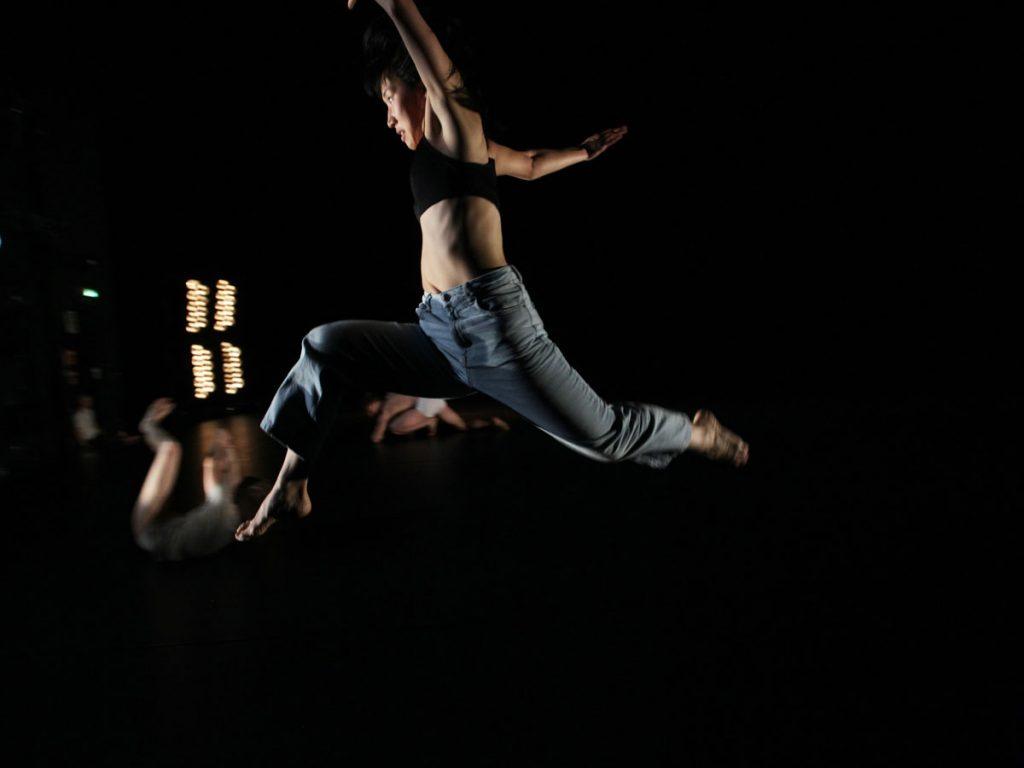 Springende Tänzerin