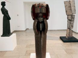 Foto von drei Skulpturen der Bildhauerinnen Ausstellung im Gerhard-Marcks-Haus