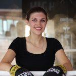 Foto von Jacqueline Straub im Ring mit Boxhandschuhen