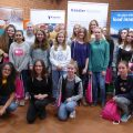 Fotografie einer Gruppe von Mädchen, die am Berufsorientierungsprojekt mint:pink in Bremerhaven teilnimmt.