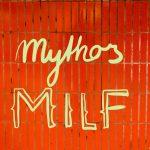 Kachelwand mit dem Schriftzug Mythos Milf