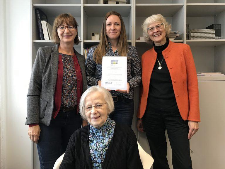 Vier Frauen präsentieren Stipendium