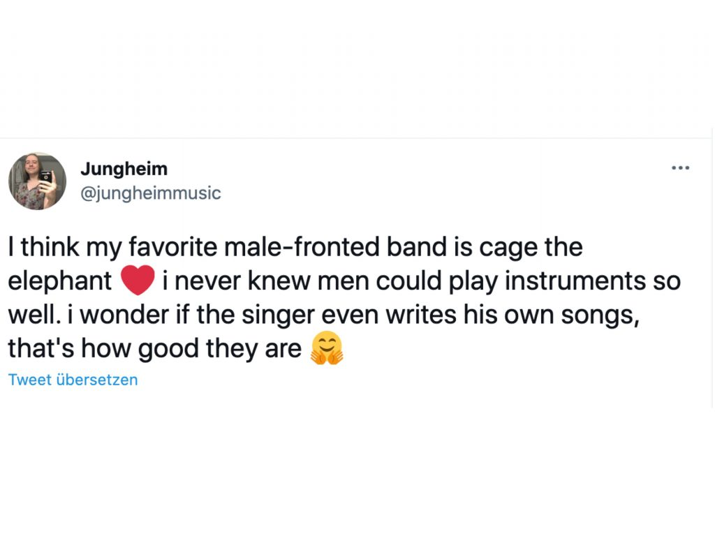 """Bildschirfoto eines Tweets von Jungheimmusic in dem steht """"I think my favorite male-fronted band is cage the elephant (herz emoji) i never knew men could play instruments so well. i wonder if the singer even writes his own songs, that's how good they are (umarmungsemoji)"""""""