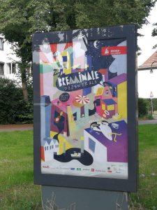 Poster von der Breminale Dezentrale 2021, bunt bedruckt, geometrische Formen und das Logo der Stadt Breme