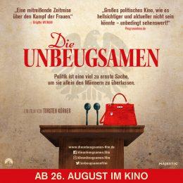 """Filmplakat """"Die Unbeugsamen"""", Redepult, zwei Mikrophone, rote Handtasche, Adler im Hintergrund"""